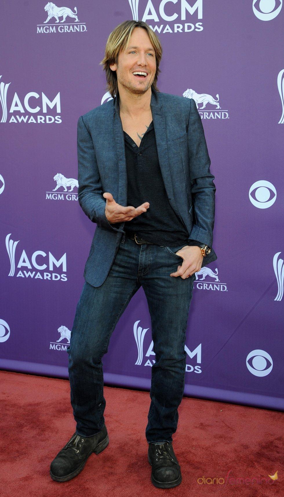 Keith Urban en la alfombra roja de los Country Music Awards 2013