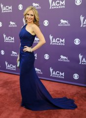 Ashley Jones en la alfombra roja de los Country Music Awards 2013