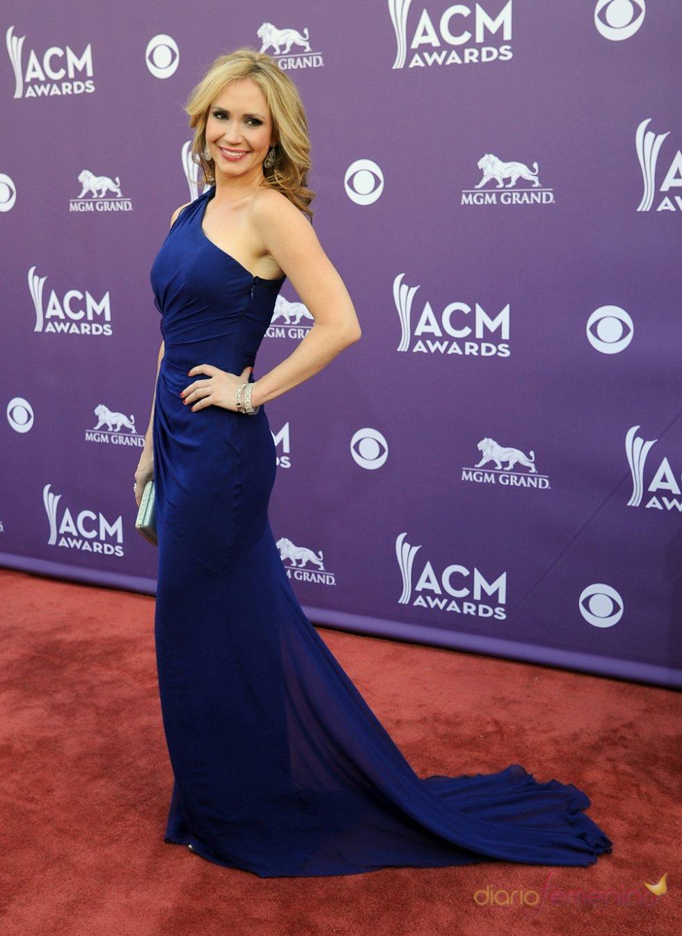 Ashley Jones en la alfombra roja de los Country Music Awards 2013