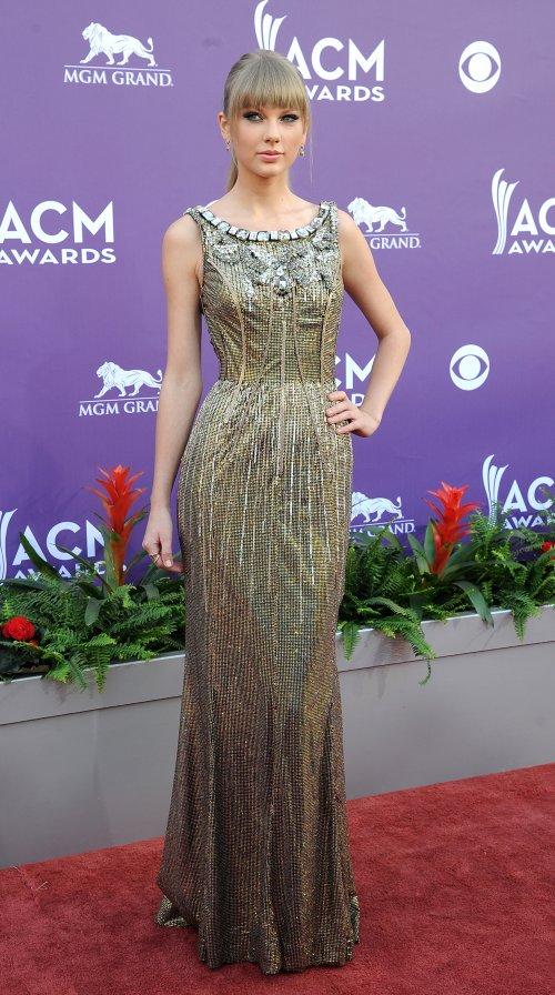 Taylor Swift en la alfombra roja de los Country Music Awards 2013