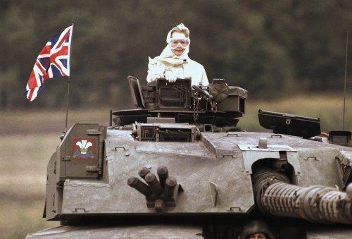 La foto más militar de Margaret Thatcher