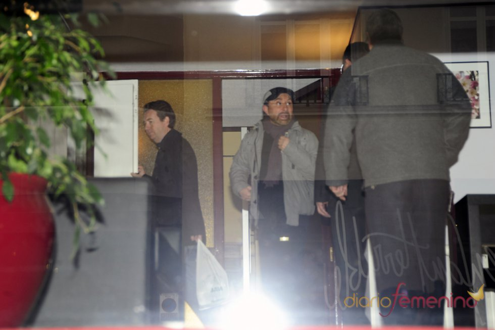José Manuel Parada llega a la residencia de Sara Montiel para dar un último adiós