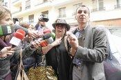 La prensa junto a Marujita Díaz destrozada en la casa de Sara Montiel