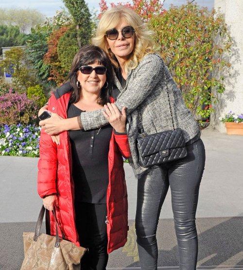 Funeral de Sara Montiel: Loles León y Bibiana Fernández