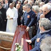 El entierro de Sara Montiel: máximo dolor de sus amigos