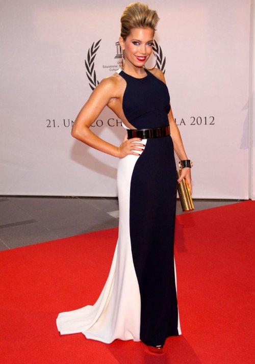 Sylvie Van der Vaart: lujosa de blanco y negro