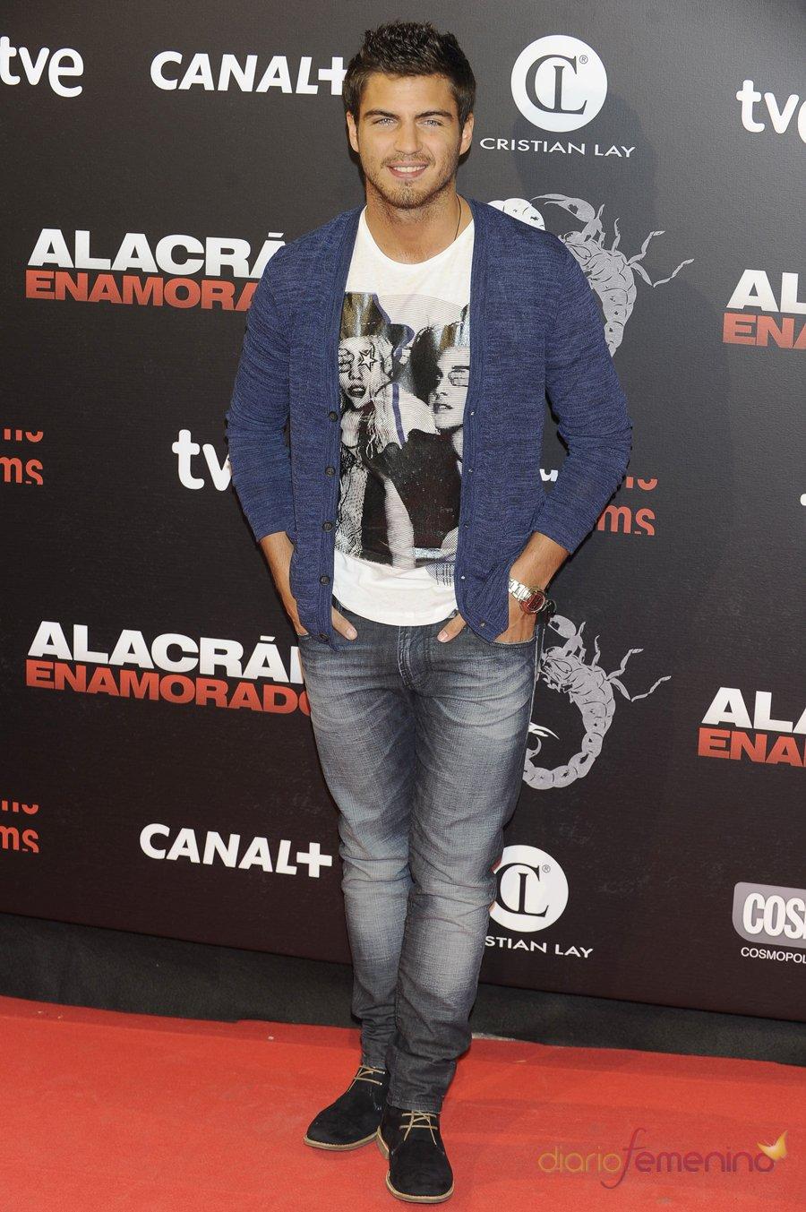 El guapo Maxi Iglesias en la premiere de 'Alacrán enamorado'