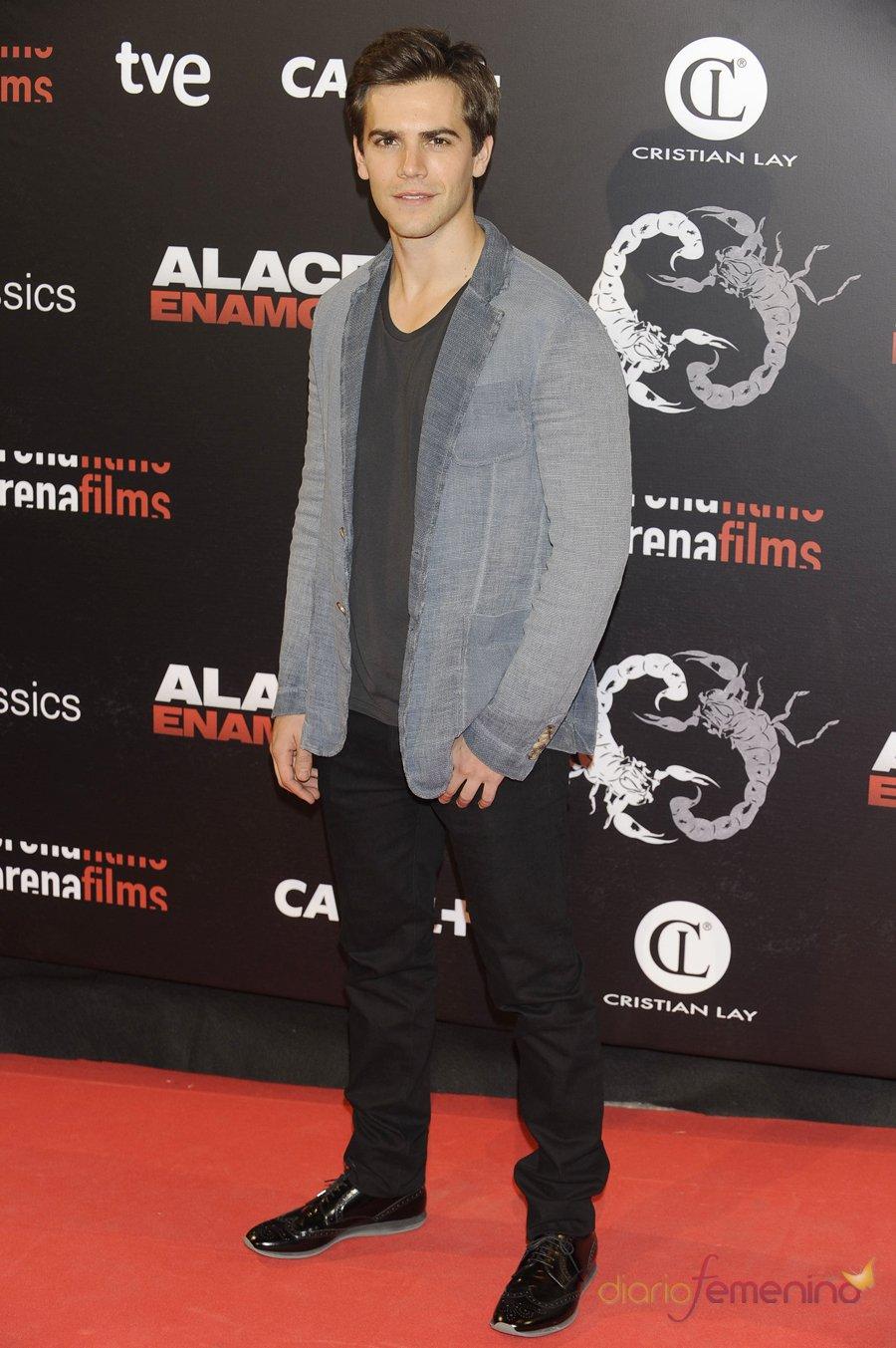 Marc Clotet con un look juvenil en la premiere de 'Alacrán enamorado'