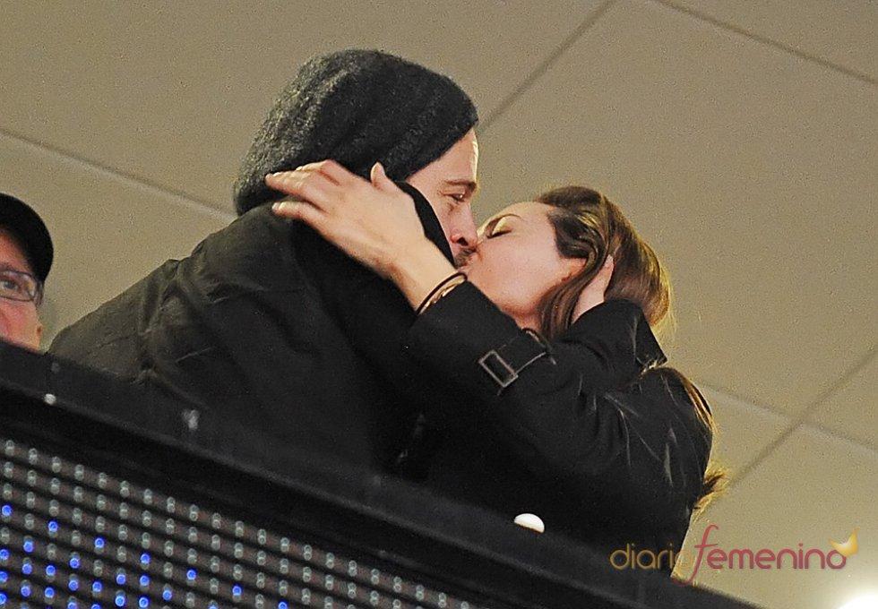 El beso entre Brad Pitt y Angelina Jolie