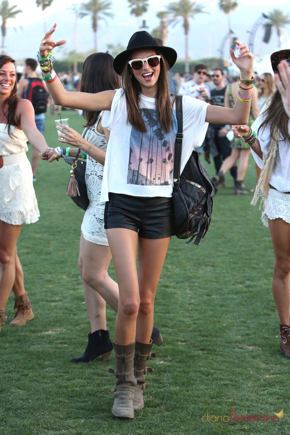 Miranda Kerr descansa de las pasarelas en el Festival Coachella 2013