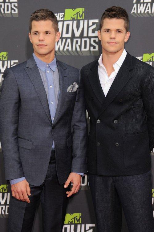 Los hermanos Carver en los MTV Movie Awards 2013