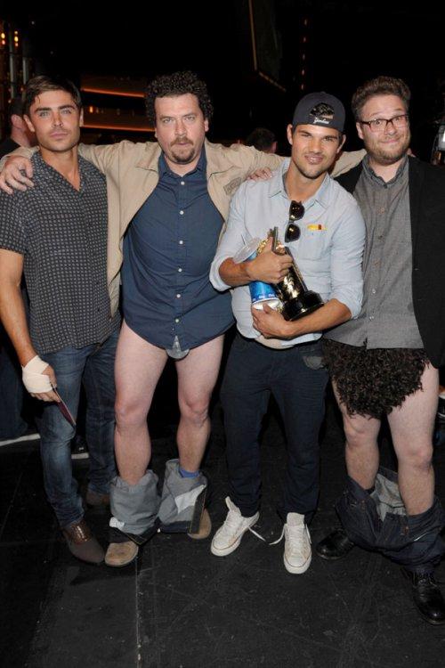 Taylor Lautner, Zac Efron y los calzoncillos en los MTV Movie Awards