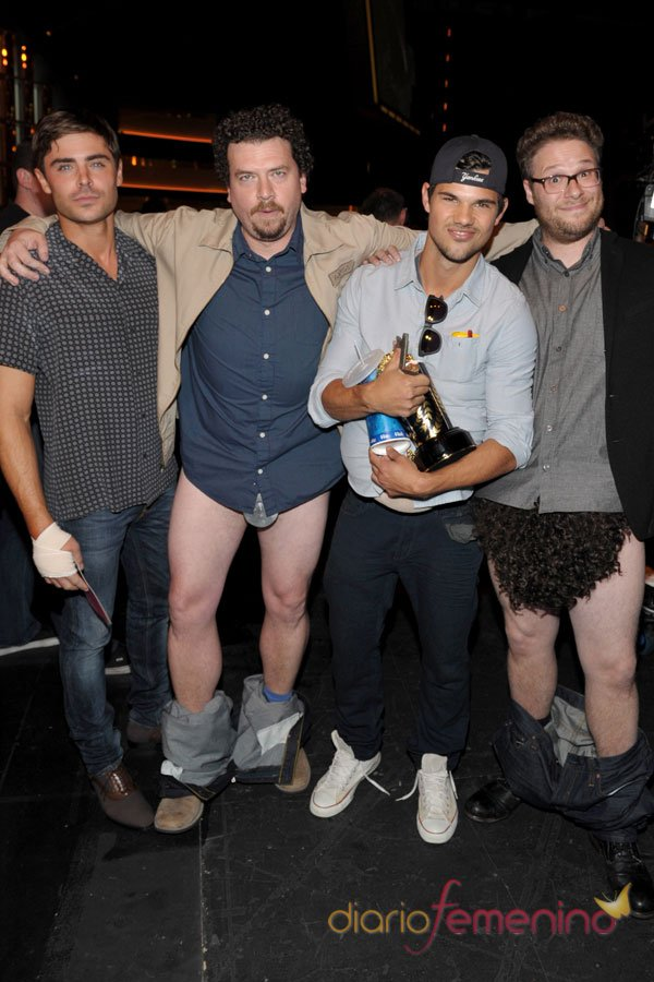Taylor Lautner, Zac Efron y los calzoncillos en los MTV Movie Awards