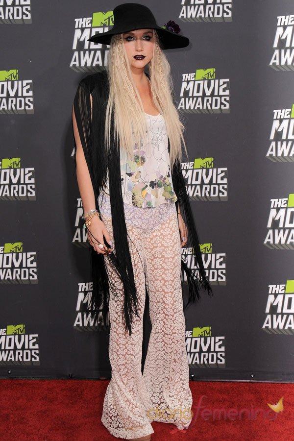 El look de Kesha en los MTV Movie Awards 2013
