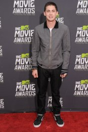 Logan Lerman en los MTV Movie Awards 2013