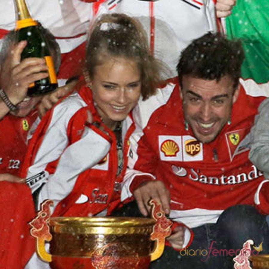 Fernando Alonso y Dasha Kapustina: fiesta en Ferrari