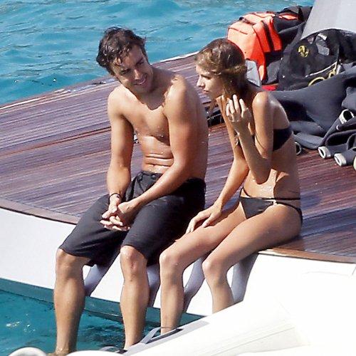 Fernando Alonso y Dasha Kapustina, en bañador