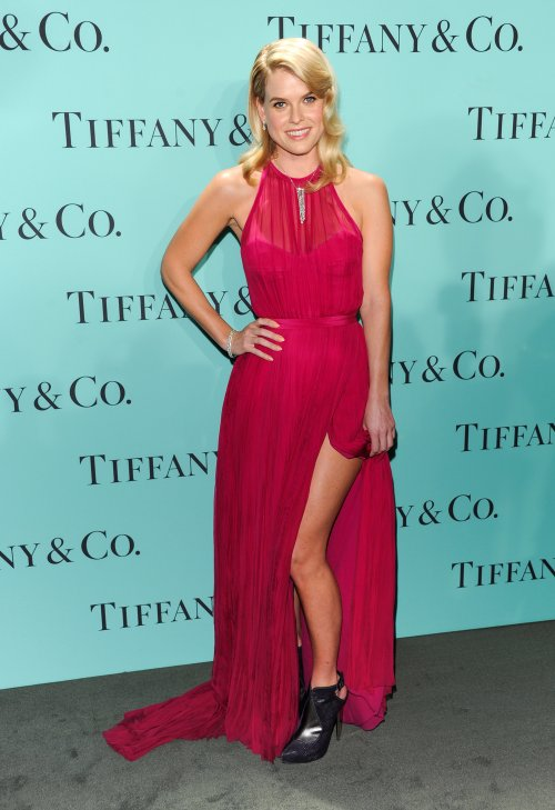 Alice Eve en la fiesta Blue Book Ball de Tiffany