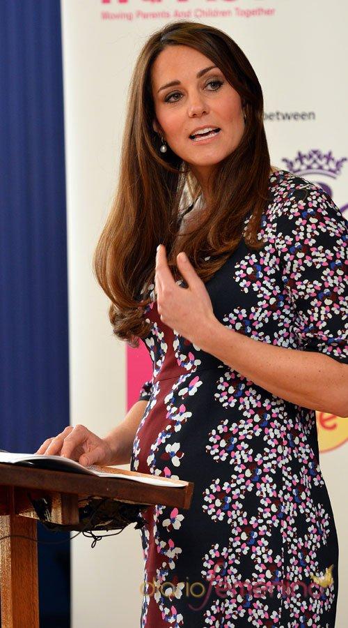 La barriguita de Kate Middleton se nota cada vez más