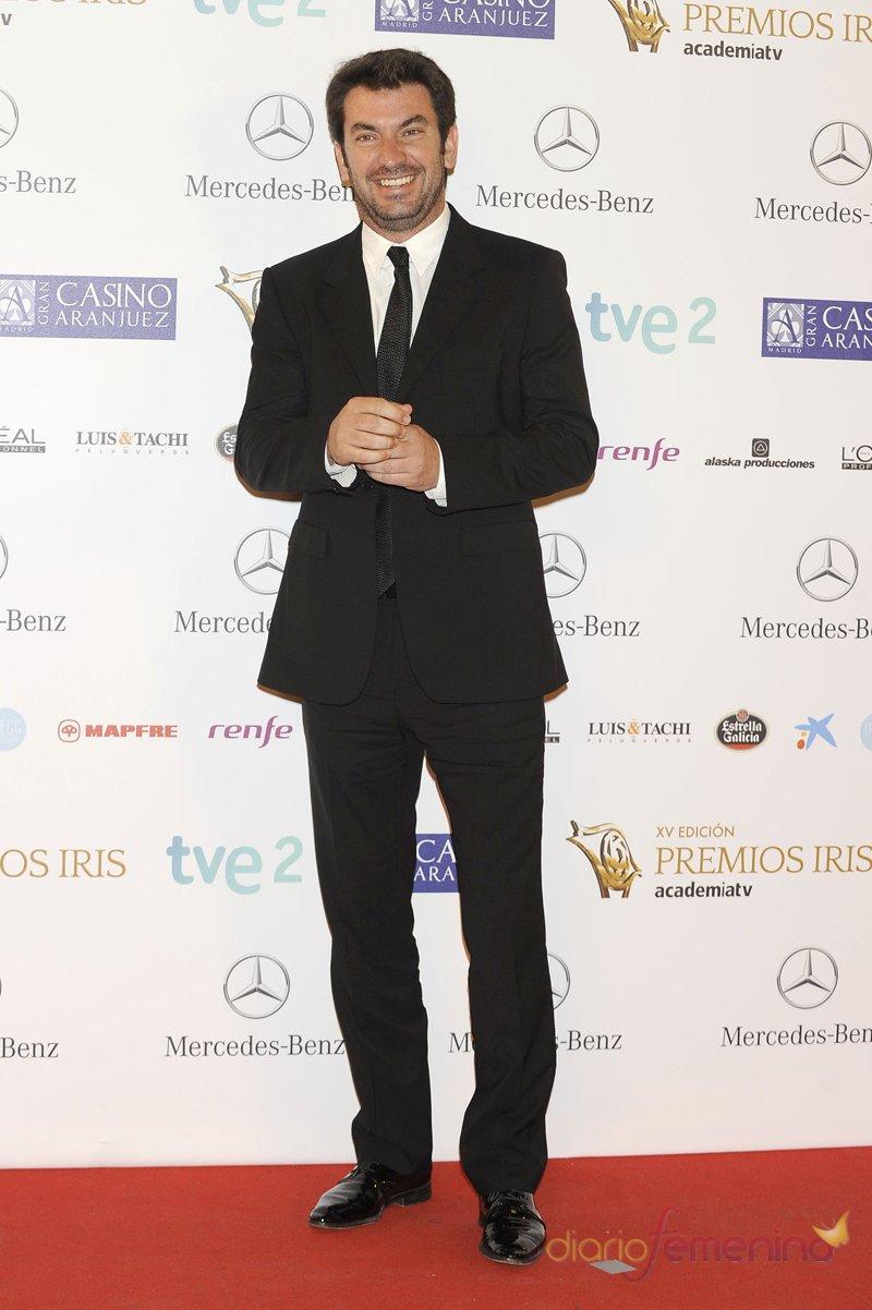 El look de Arturo Valls durante los premios Iris 2013