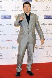 El look de Manel Fuentes, presentador de 'Tu cara me suena', durante los premios Iris 2013