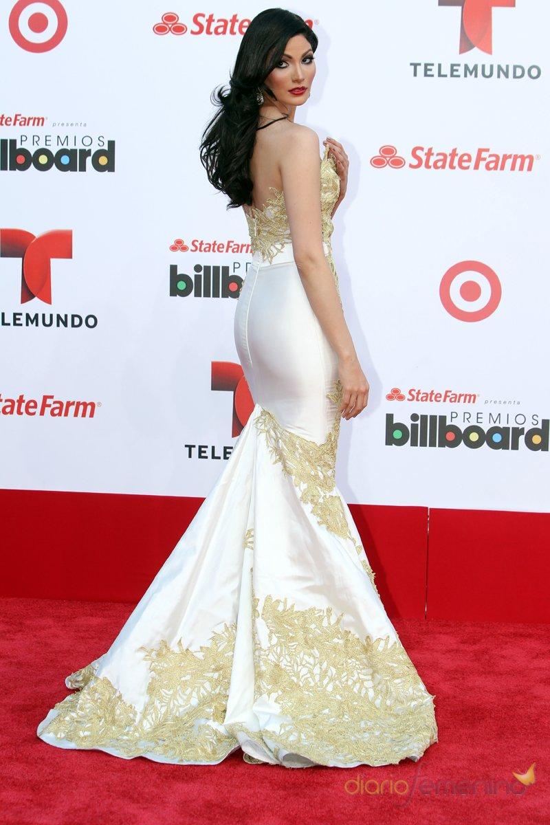 El look de Cynthia Olavarría en la alfombra roja de los Premios Billboard Latinos 2013