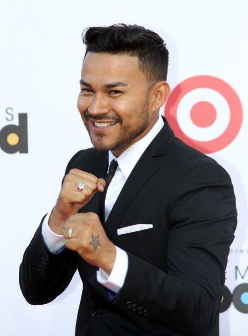 Frank J muy divertido en la alfombra roja de los Billboard Latinos 2013