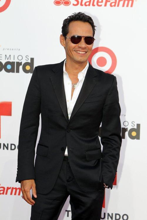 Marc Anthony con gafas en la alfombra roja de los Billboard Latinos 2013