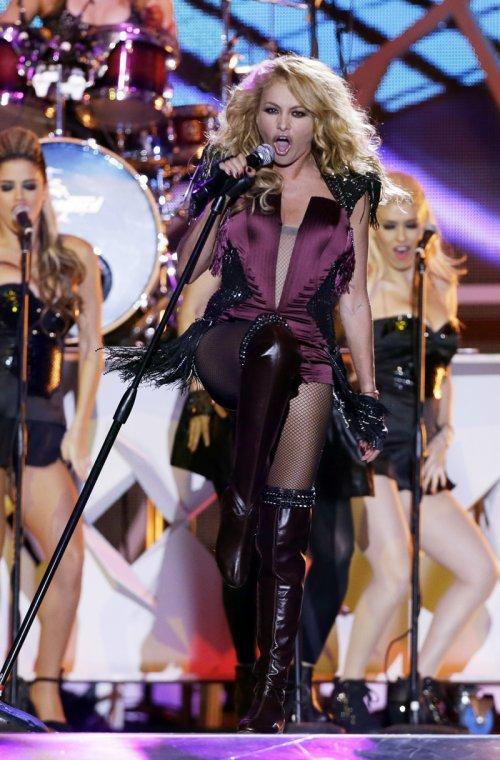 Paulina Rubio durante su actuación en los Billboard Latinos 2013