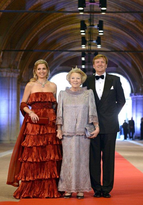 Guillermo y Máxima de Holanda llegan junto a la Reina Beatriz a su última cena antes de abdicar