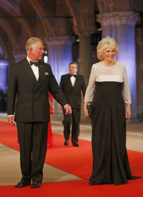 Carlos de Inglaterra y Camila, duquesa de Cornualles, en la última cena organizada por Beatriz de Holanda como Reina