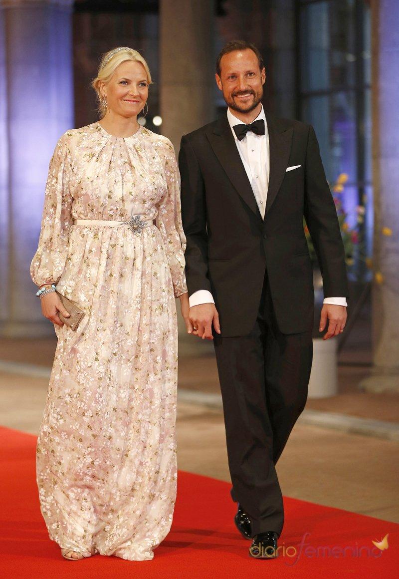 Haakon y Mette Marit de Noruega en la última cena organizada por Beatriz de Holanda como Reina