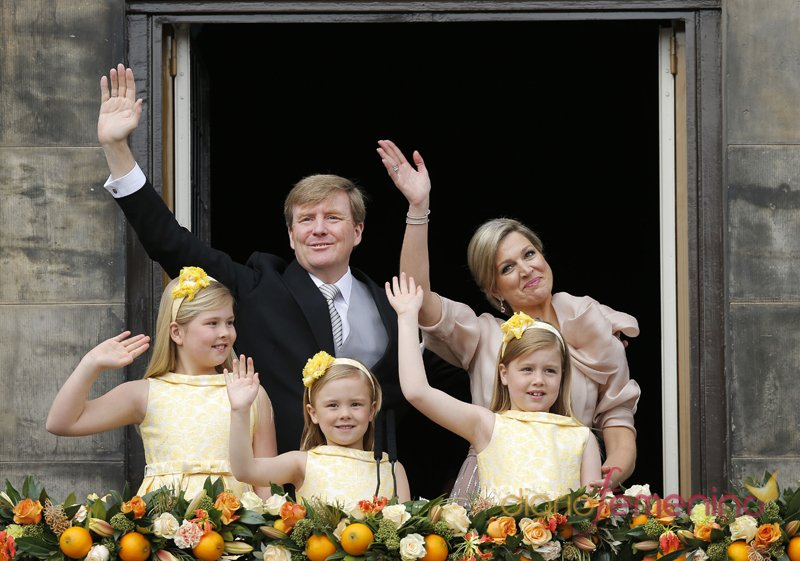Los nuevos reyes de Holanda, Guillermo y Máxima, junto a sus hijas