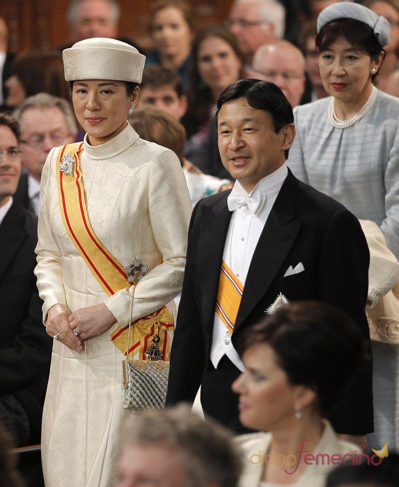 Naruhito y Masako, herederos del trono de Japón durante la coronación de Guillermo de Holanda