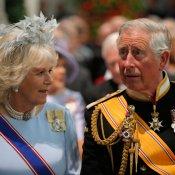 Carlos de Inglaterra y Camilla en la coronación en Holanda