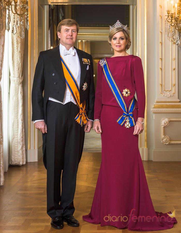 Primer retrato de Guillermo y Máxima, Reyes de Holanda