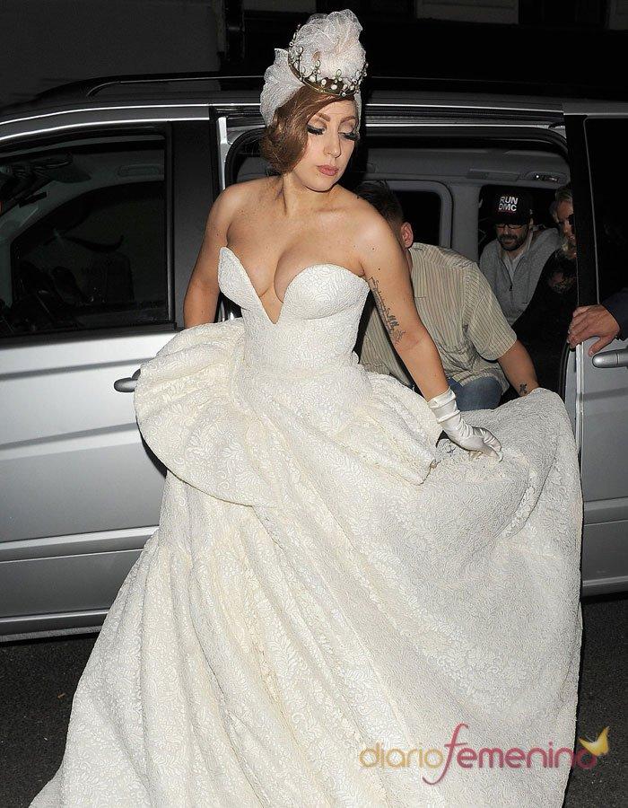 de novia llamativos: el traje de boda de Lady Gaga