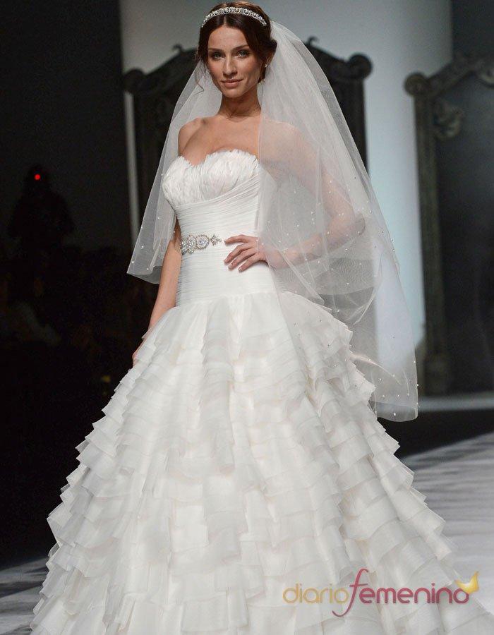 Vestido de novia un traje de boda con volantes