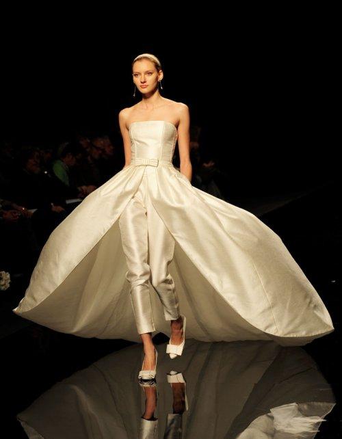 Vestidos de novia con pantalones: el traje de boda innovador