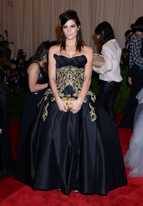 El look de Ashley Greene en la gala MET 2013 dedicada a la estética Punk