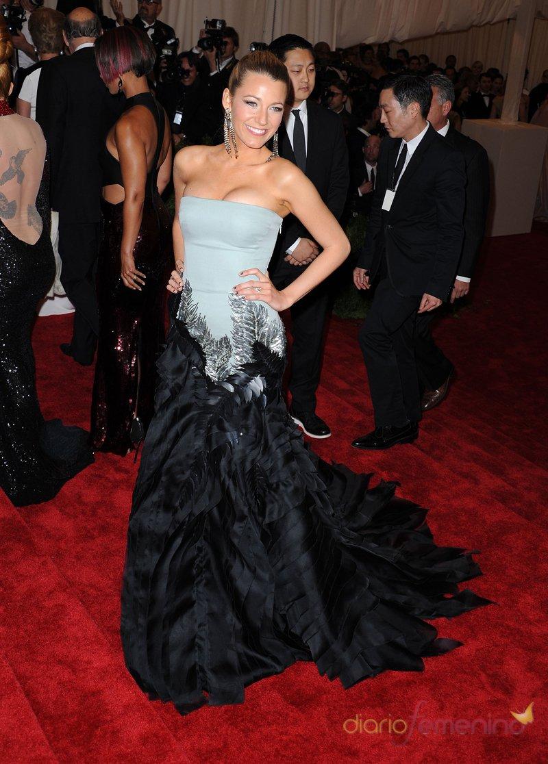 El look de Blake Lively en la gala MET 2013 dedicada a la estética Punk