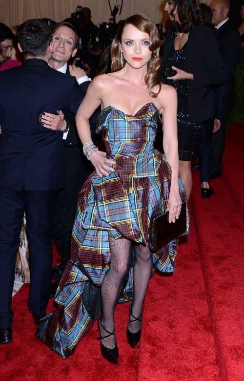 El look de Christina Ricci en la gala MET 2013 dedicada a la estética Punk