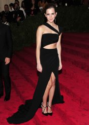El look de Emma Watson en la gala MET 2013 dedicada a la estética Punk