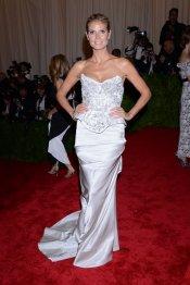 El look de Heidi Klum en la gala MET 2013 dedicada a la estética Punk