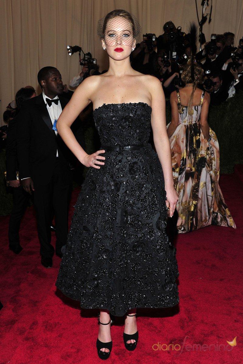 El look de Jennifer Lawrence en la gala MET 2013 dedicada a la estética Punk