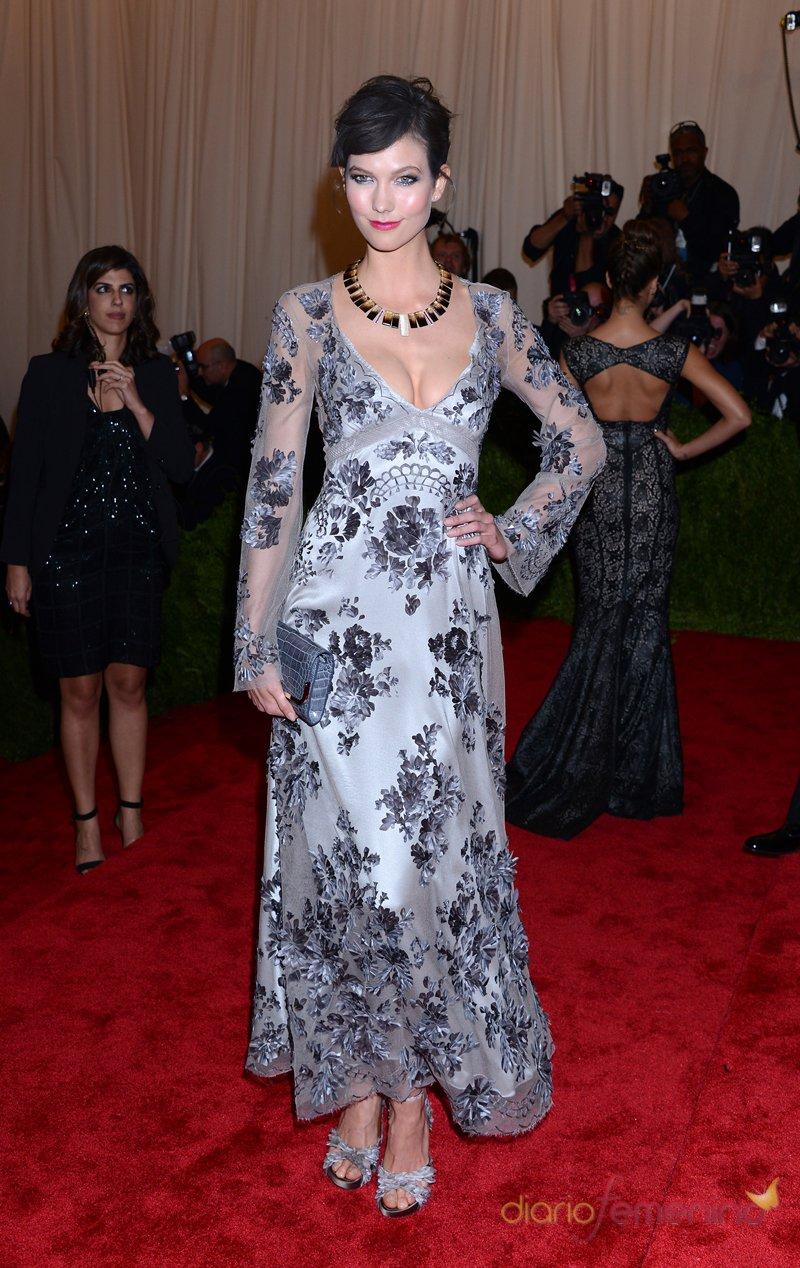 El look de Karlie Kloss en la gala MET 2013 dedicada a la estética Punk