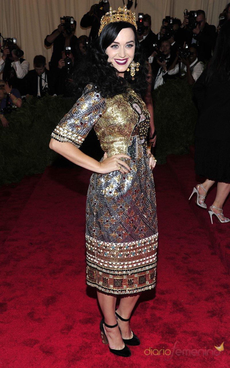 El look de Katy Perry en la gala MET 2013 dedicada a la estética Punk