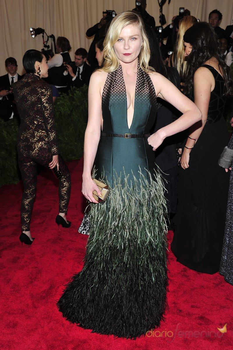El look de Kirsten Dunst en la gala MET 2013 dedicada a la estética Punk