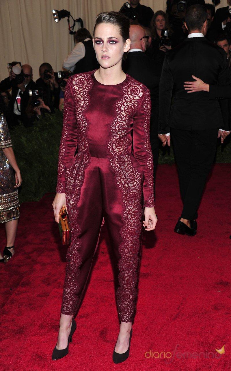 El look de Kristen Stewart en la gala MET 2013 dedicada a la estética Punk