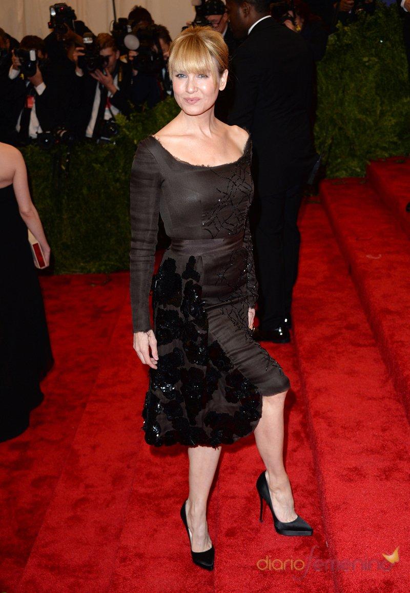 El look de Renée Zellweger en la gala MET 2013 dedicada a la estética Punk